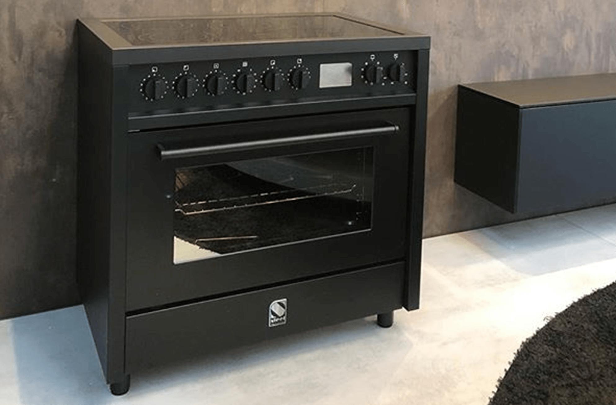 Installatie inductie fornuis of inductie kookplaat